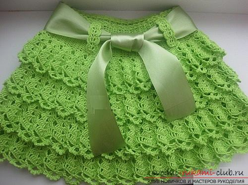 Как связать крючком для девочки юбочку с оборками в двух вариантах и одну ровную юбочку. Фото №4