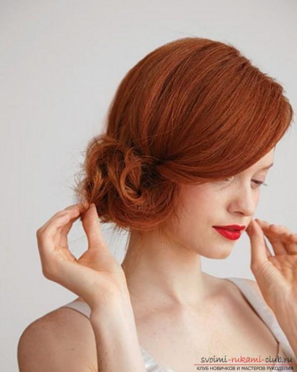 Учимся создавать интересные прически на бок на средние по длине волосы своими руками. Фото №1