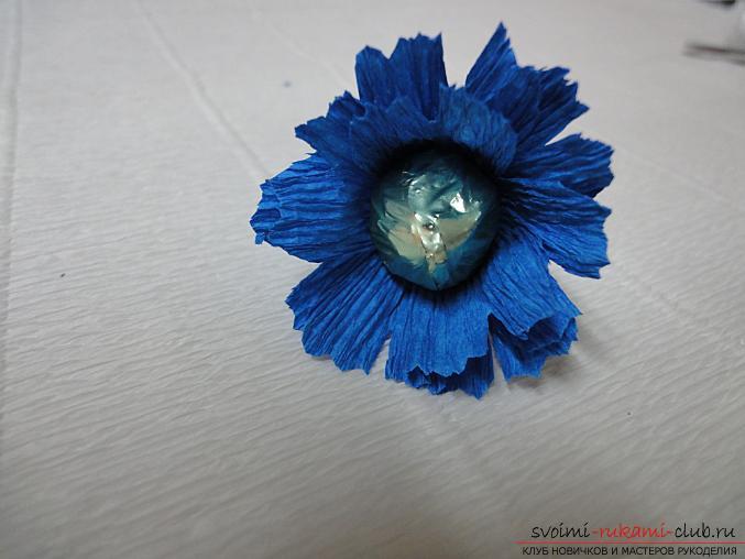 Как сделать букет полевых цветов в свит дизайне, пошаговые фото создания мака, ромашки, цветка подсолнечника, василька и крокуса. Фото №27