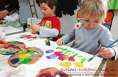 Поделки из бумаги для детей младшего возраста, бесплатные мастер-классы по созданию подарков из бумаги на 8 марта, советы и поэтапные фото.. Фото №3