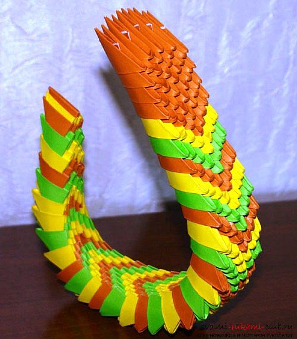 Как создать поделку в технике модульного оригами - змейка, пошаговые фото и подробное описание процесса создания модуля и поделки в целом. Фото №7