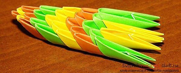 Как создать поделку в технике модульного оригами - змейка, пошаговые фото и подробное описание процесса создания модуля и поделки в целом. Фото №4