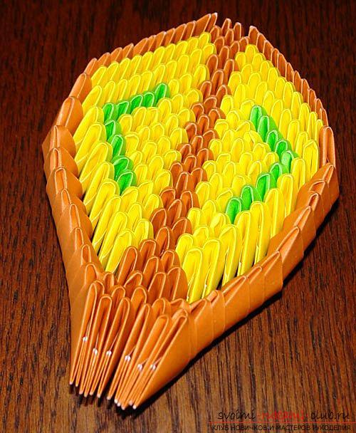 Как создать поделку в технике модульного оригами - змейка, пошаговые фото и подробное описание процесса создания модуля и поделки в целом. Фото №9