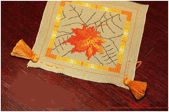 Оригинальная подушка-игольница, вышитая крестом. Фото №4