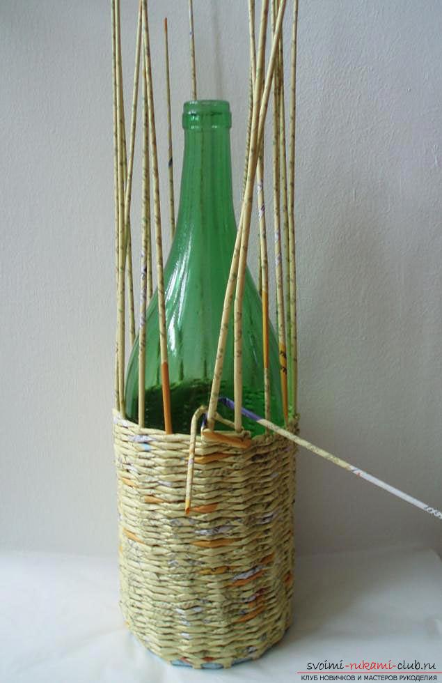 Оплетаем газетными трубочками бутылку или сосуд своими руками с фото. Фото №39