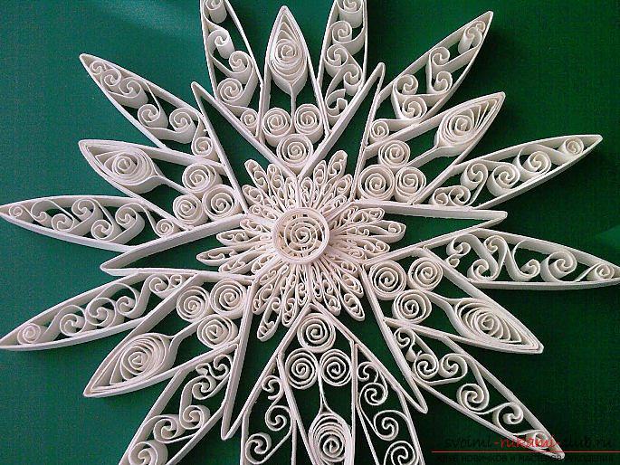 Новогодние снежинки квиллинг своими руками из бумаги