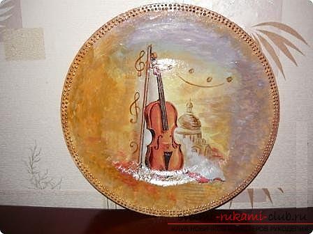 Как сделать из папье маше в разных техниках предметы декора интерьера: вазы, тарелку и рамку для фото, маску в венецианском стиле для вечеринок, пошаговые фото и подробное описание работы. Фото №10