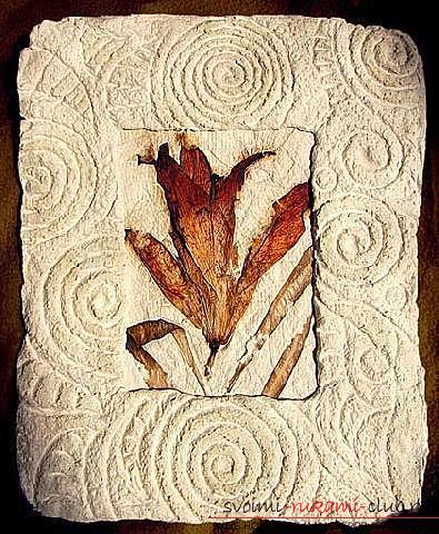 Как сделать из папье маше в разных техниках предметы декора интерьера: вазы, тарелку и рамку для фото, маску в венецианском стиле для вечеринок, пошаговые фото и подробное описание работы. Фото №14