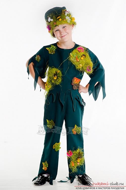 Костюм лешего для праздников.</p> </div> <p> Как сделать костюм своими руками и фото.. Фото №1″/></p> <p><strong>Сделать костюм лешего</strong> можно из подручных средств.</p> <p> Можно воспользоваться листьями и <strong>материалами из леса.</p> <p></strong> Подойдет кора дерева, опавшие листья или зеленые листки. Таким образом, внешний вид героя можно оформлять самым разным образом.</p> <p> Качественные варианты и интересные идеи можно разнообразить своими решениями.</p> <p>Костюм лешего преимущественно имеет <strong>зеленый цвет</strong>. Материал исполнения может быть самым разным.</p> <p> Если вы хотите добиться качественного костюма лешего, можно сделать заменители для природных материалов.</p> <p> Если костюм будет состоять из материалов, сделанных на природной основе, долго его использовать не получится.</p> <p>Заменителем листьев может стать <strong>гофрированная бумага</strong>, приобрести котоую можно в любой канцелярии.</p> <p> Используя различные схемы и основы, вы имеете возможность оформить внешний вид бумаги таким образом, чтобы создать красивый и действительно красочный костюм.</p> <p><strong></p> <div style=