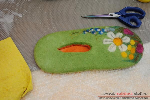 Как создать своими руками удобные тапочки методом валяния. Фото №15