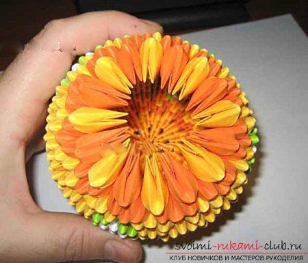 Как сделать сувенир с пасхальной тематикой в технике модульного оригами, пошаговые фото и описание создания пасхального яйца. Фото №45
