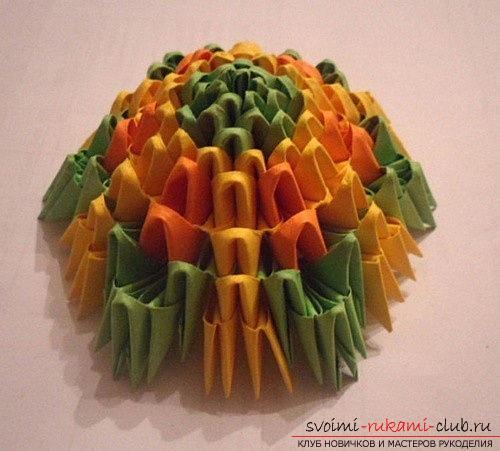 Как сделать сувенир с пасхальной тематикой в технике модульного оригами, пошаговые фото и описание создания пасхального яйца. Фото №12