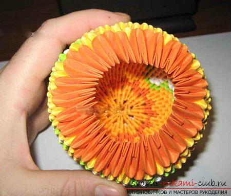 Как сделать сувенир с пасхальной тематикой в технике модульного оригами, пошаговые фото и описание создания пасхального яйца. Фото №44