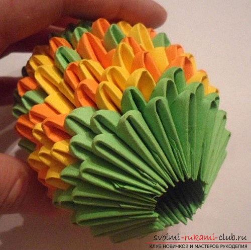 Как сделать сувенир с пасхальной тематикой в технике модульного оригами, пошаговые фото и описание создания пасхального яйца. Фото №23