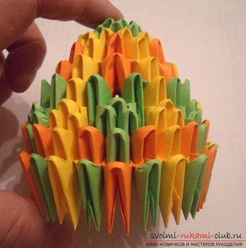 Как сделать сувенир с пасхальной тематикой в технике модульного оригами, пошаговые фото и описание создания пасхального яйца. Фото №18