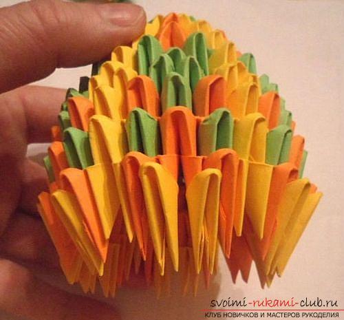 Как сделать сувенир с пасхальной тематикой в технике модульного оригами, пошаговые фото и описание создания пасхального яйца. Фото №20