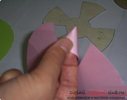 Как сделать плоскую и объемную аппликацию из цветной бумаги, различные виды аппликаций и пошаговые фото создания поделок. Фото №15
