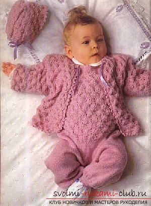 Вязание спицами для новорожденных, советы и хитрости по вязанию одежды для маленьких детей, шапочка для новорожденных своими руками, как связать пинетки для новорожденных, уроки вязания спицами с описанием, рекомендации и мастер-классы.. Фото №7
