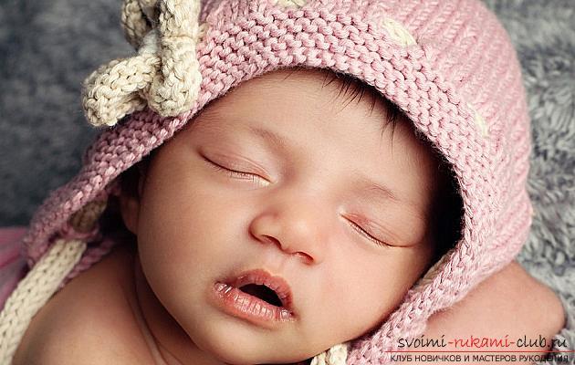 Вязание спицами для новорожденных, советы и хитрости по вязанию одежды для маленьких детей, шапочка для новорожденных своими руками, как связать пинетки для новорожденных, уроки вязания спицами с описанием, рекомендации и мастер-классы.. Фото №9