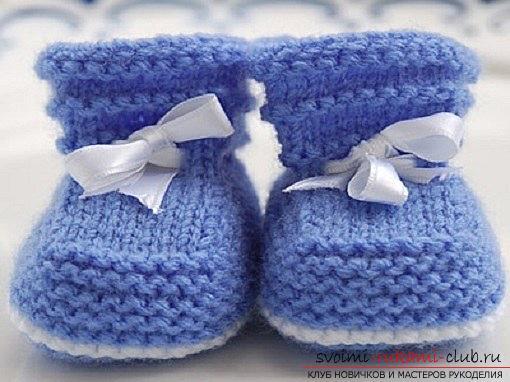 Вязание спицами для новорожденных, советы и хитрости по вязанию одежды для маленьких детей, шапочка для новорожденных своими руками, как связать пинетки для новорожденных, уроки вязания спицами с описанием, рекомендации и мастер-классы.. Фото №12