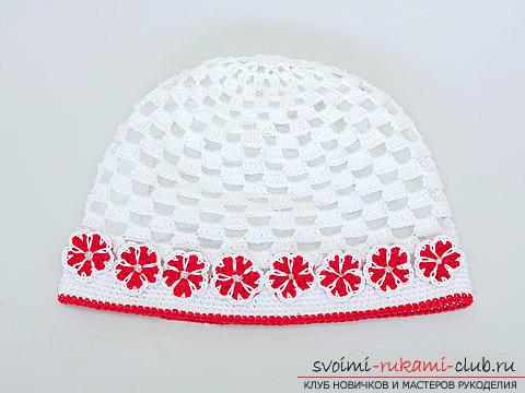 Красивая шапочка для девочки, связанная крючком своими руками. Фото №1