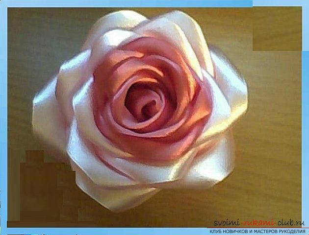 Как сделать розы из ленты своими руками, пошаговые фото и инструкция по созданию цветка, семь вариантов роз из ленты в виде бутонов и распустившихся цветов. Фото №10