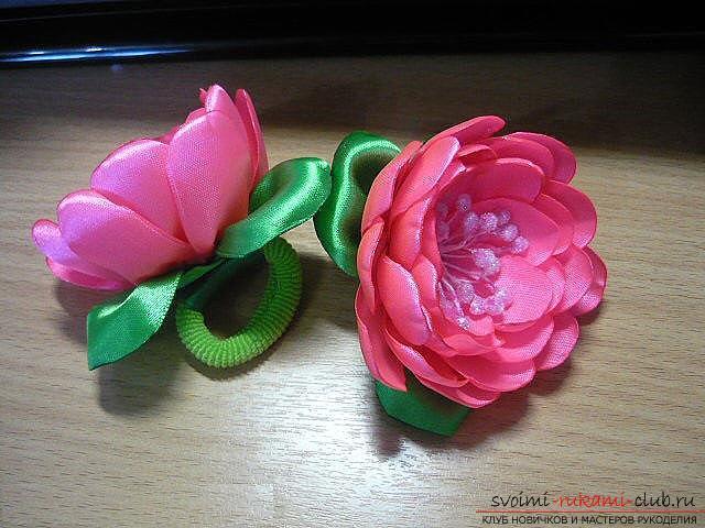Как сделать розы из ленты своими руками, пошаговые фото и инструкция по созданию цветка, семь вариантов роз из ленты в виде бутонов и распустившихся цветов. Фото №35