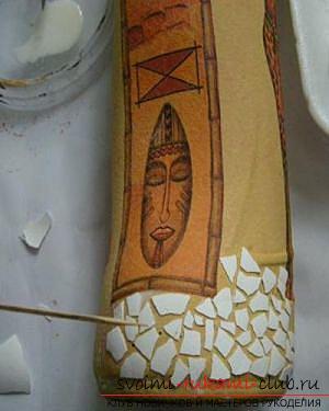 Декупаж бутылки в африканском стиле, поделки из скорлупы, как сделать мозаику из скорлупы своими руками, мозаика из яичной скорлупы на стеклянной бутылке, подробный мастер-класс по декорированию бутылки в африканском стиле.. Фото №14