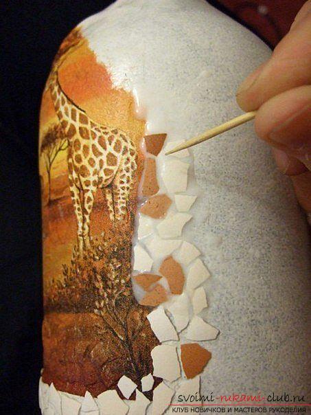 Декупаж бутылки в африканском стиле, поделки из скорлупы, как сделать мозаику из скорлупы своими руками, мозаика из яичной скорлупы на стеклянной бутылке, подробный мастер-класс по декорированию бутылки в африканском стиле.. Фото №23