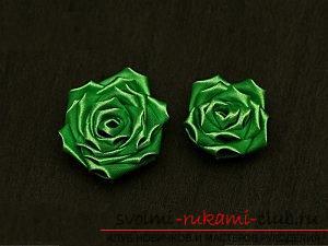 Как сделать розы из ленты своими руками, пошаговые фото и инструкция по созданию цветка, семь вариантов роз из ленты в виде бутонов и распустившихся цветов. Фото №21