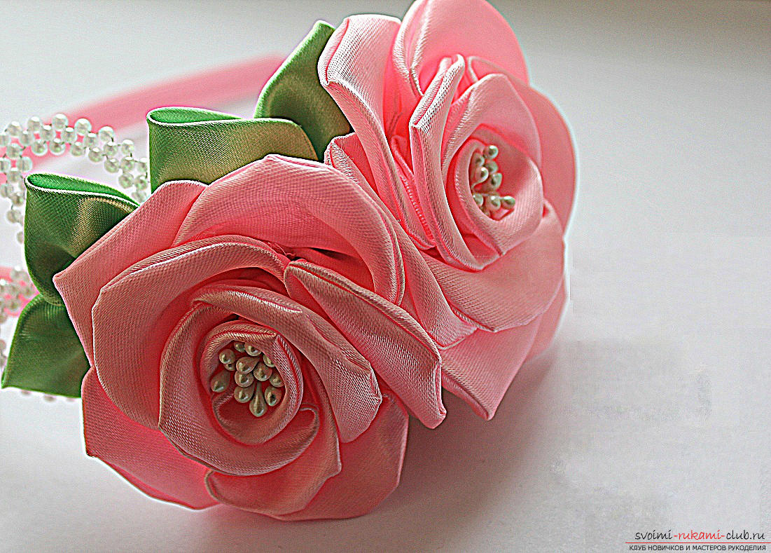 Как сделать розы из ленты своими руками, пошаговые фото и инструкция по созданию цветка, семь вариантов роз из ленты в виде бутонов и распустившихся <em>сделать своими руками стол для рисования песком</em> цветов. Фото №1