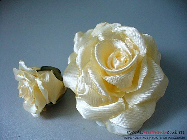 Как сделать розы из ленты своими руками, пошаговые фото и инструкция по созданию цветка, семь вариантов роз из ленты в виде бутонов и распустившихся цветов. Фото №26