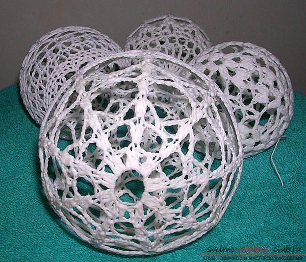 Как связать крючком новогодний шар, пошаговые фото создания елочного шара из ниток со схемами вязания. Фото №11