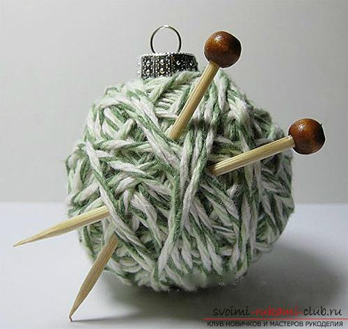Как связать крючком новогодний шар, пошаговые фото создания елочного шара из ниток со схемами вязания. Фото №12