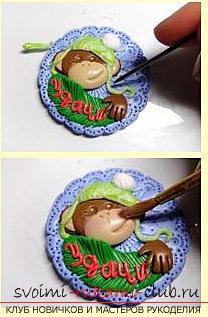 Новогодняя игрушка обезьянки из полимерной глины своими руками - мастер-класс. Фото №5