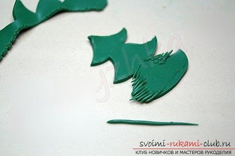 Как сделать брошь в форме ёлочки из полимерной глины - урок и мастер-класс. Фото №3