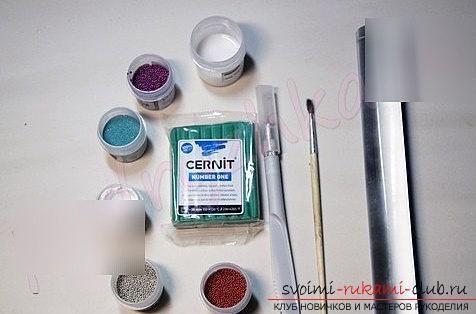 Как сделать брошь в форме ёлочки из полимерной глины - урок и мастер-класс