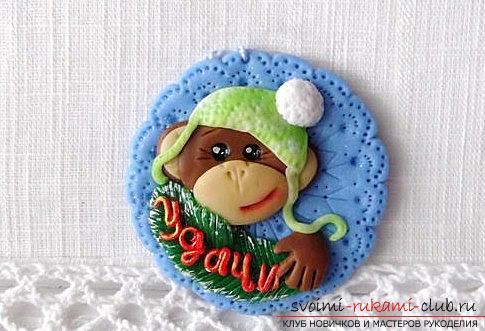 Новогодняя игрушка обезьянки из полимерной глины своими руками - мастер-класс. Фото №1