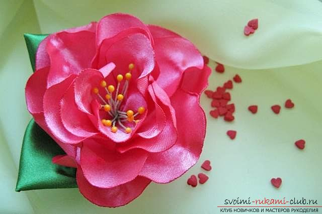 Подробный мастер-класс по созданию объёмного цветка канзаши. Фото №22