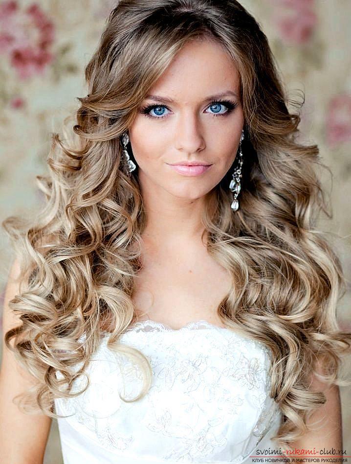 Вечерние прически на средние волосы с локонами фото