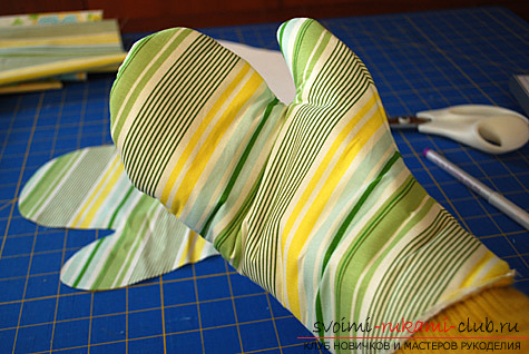 фото инструкция по пошиву варежек-прихваток для кухни своими руками. Фото №9