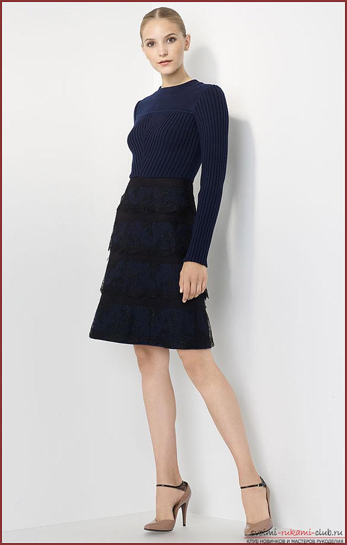 Трикотажное платья с расклешенной юбкой