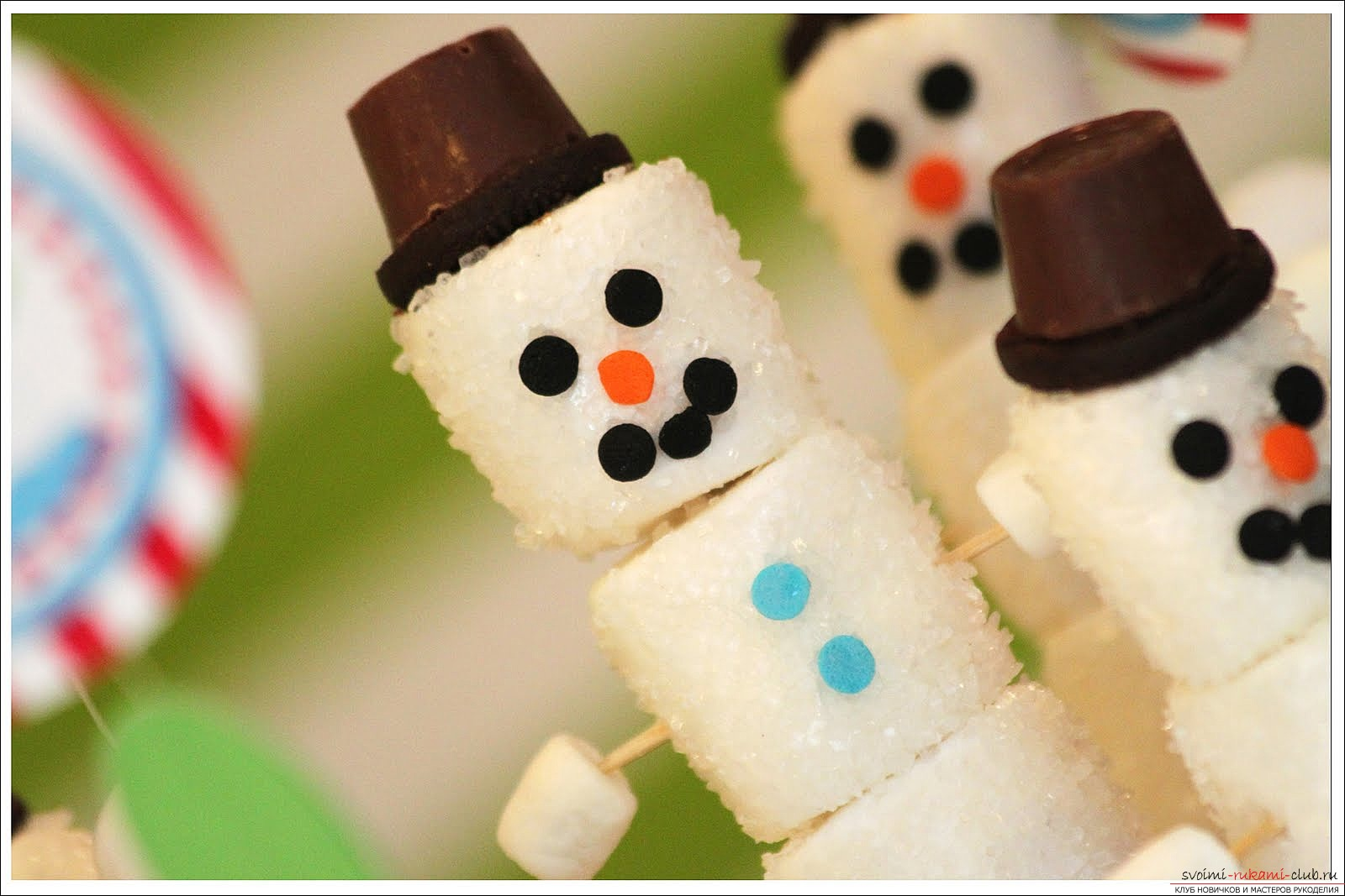 Сделать новогоднюю поделку своими руками снеговик