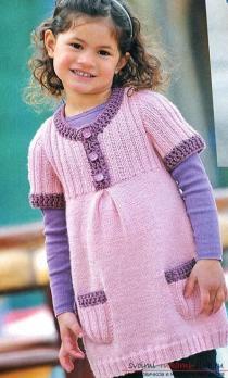 Сарафан с поясом для девочки вязаный спицами, с отделкой крючком
