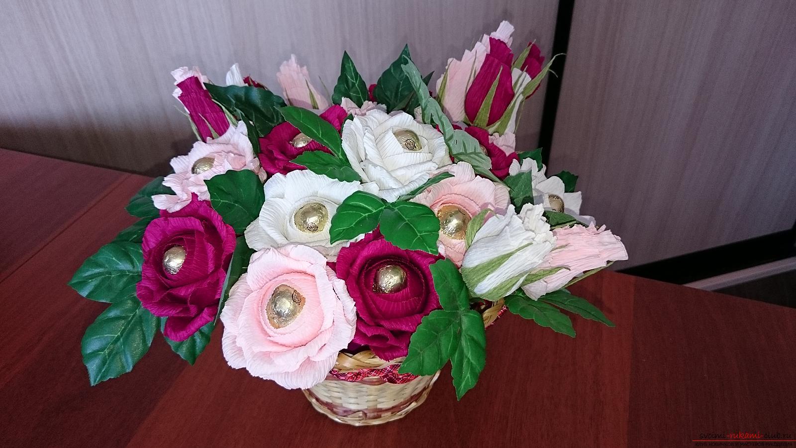 Поделки из гофрированной бумаги букеты цветов с конфетами внутри 52