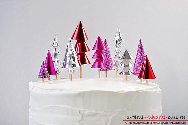 Украшение новогоднего стола, идеи и мастер-классы по созданию декоративных елочек из марципана и бумаги для украшения новогодних десертов.. Фото №5