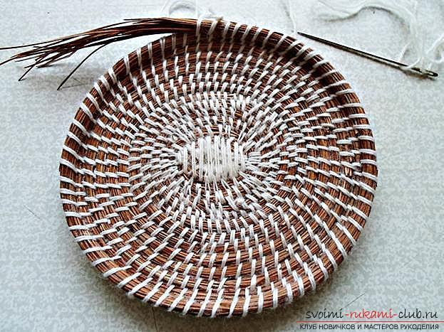 Плетение оригинальной корзины из сосновых иголок с объяснениями и поэтапными фото.. Фото №13