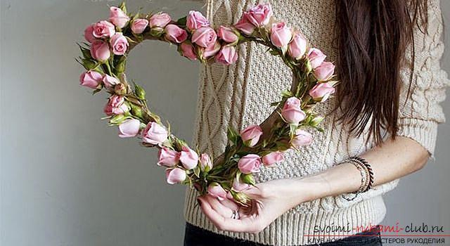 Как сделать оригинальные поделки к весеннему празднику женщин - 8 Марта, пошаговые фото создания рамки для фото, топиария, поделки в стиле свит дизайн и букета из огромных роз из гофрированной бумаги. Фото №7