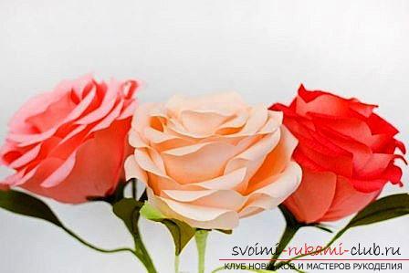 Как сделать оригинальные поделки к весеннему празднику женщин - 8 Марта, пошаговые фото создания рамки для фото, топиария, поделки в стиле свит дизайн и букета из огромных роз из гофрированной бумаги. Фото №9