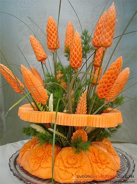 Как сделать красивые и оригинальные изделия из различных овощей, пошаговые фото и инструкция создания цветов из лука, мокови, краснокочанной и пекинской капусты, поделки из тыквы в технике карвинг. Фото №20
